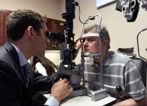 dr jeffrey sonsino reviews a patient the eye condition keratoconus